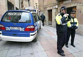 Dos detenidos por usar datos de otras personas para contratar móviles