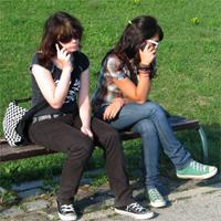 Un estudio explica por qué nos molesta que la gente hable desde el móvil