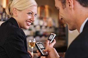 Más de la mitad de los europeos considera que paga demasiado por sus llamadas desde el móvil