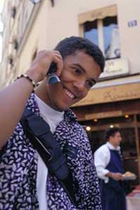 La inmigración incrementa la venta de móviles en España