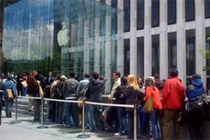 Orange paga a actores en Polonia para que hagan cola por el iPhone