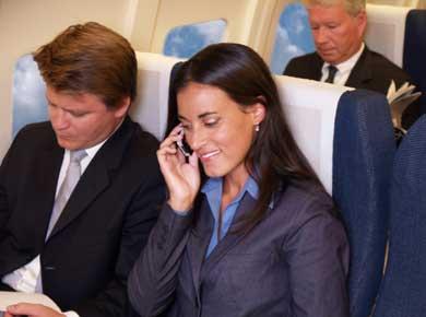 La propia industria pone freno en EE.UU. al uso del móvil en los aviones