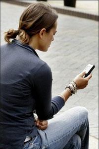 Una de cada tres personas espía los SMS de su pareja