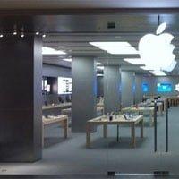 Tienda Apple en el centro comercial La Maquinista, en Barcelona