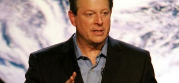 Al Gore avanza que en octubre llegan dos iPhone