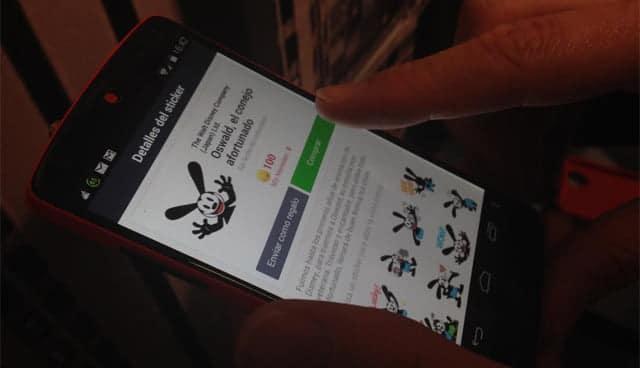 La tienda de stickers es una de las principales fuentes de ingreso de Line. ¿Imitará WhatsApp a su competidor?