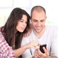 Las apps de mensajería y las redes sociales han lelvado el vocabulario de Internet a los móviles.