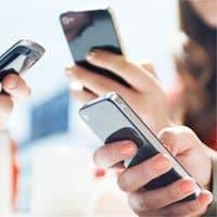 El uso de aplicaciones de mensajería instantánea es mayor entre la población más joven.