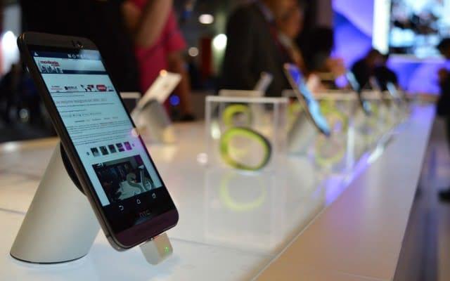 ¿Veis esas cajitas en 2º plano con las HTC Grip dentro? Pues eso es lo más cerca que se puede estar de ellas.