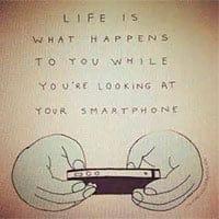 Y pensar la de cosas que nos perdemos por estar mirando al smartphone...