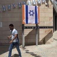 Algunos ciudadanos ya protestan contra la compañía francesa en sus oficinas y comercios locales. Imagen: Times of Israel