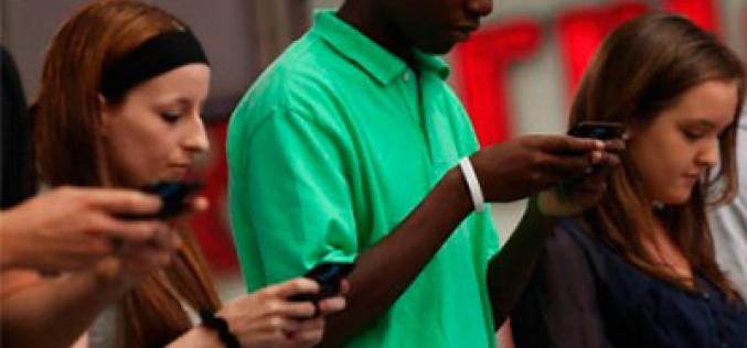 El cuello del mensaje de texto, otra patología del mal uso de smartphones