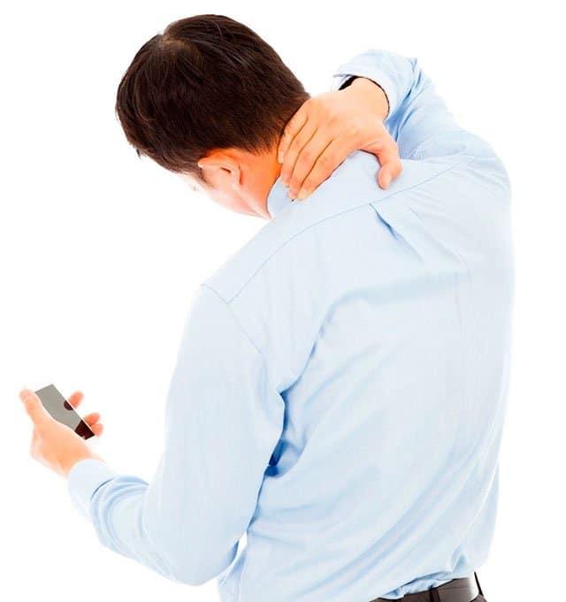 Dolor de cuello por usar mal el móvil