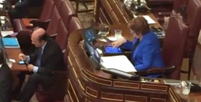 ¿Quién no recuerda la imagen de la vicepresidente del Congreso de los Diputados jugando con su iPad en pleno Debate del Estado de la Nación? Al menos lo hacía a un título desarrollado en España...