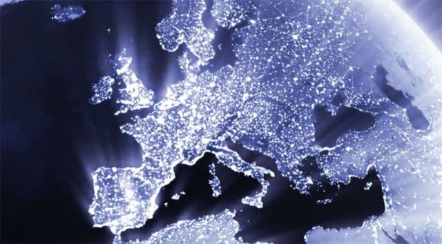 Uno de los grandes objetivos de la Unión Europea es lograr un continente totalmente conectado. ¿Será la supresión del sobrecoste por itinerancia el primer paso?