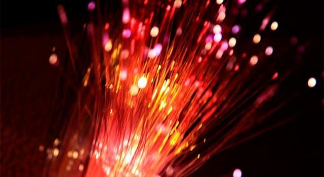 Orange apuesta, a diferencia de Movistar y Vodafone, por ofrecer conexiones de fibra óptica simétricas a sus clientes.