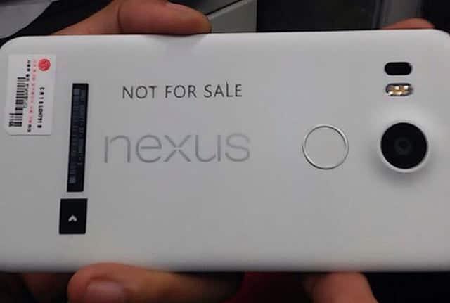 El nuevo Nexus 5 vuelve al plástico como material principal en su carcasa.