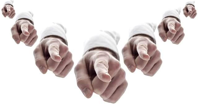 Los grandes operadores tienen claro contra quién apuntar con su dedo acusador.