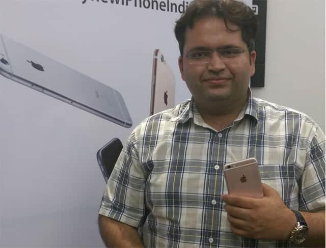 Los impuestos sobre las importaciones establecidos por el gobierno de la India explican que usuarios como Malik tengan que pagar más de la cuenta por su iPhone 6s.