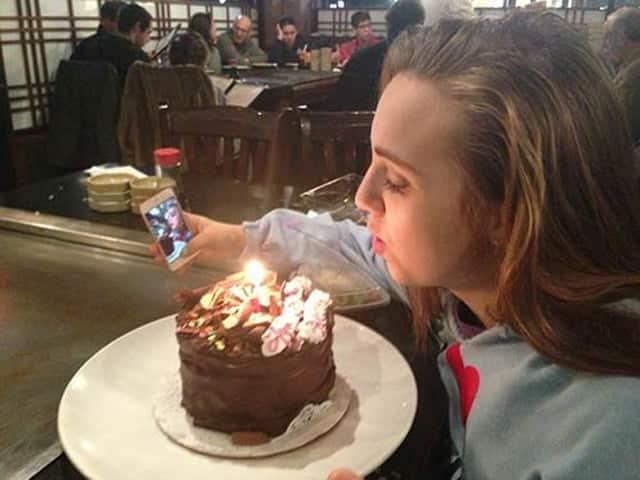 ¡2x1! Foto con morritos y con tarta de cumpleaños.