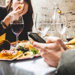 móviles en la mesa