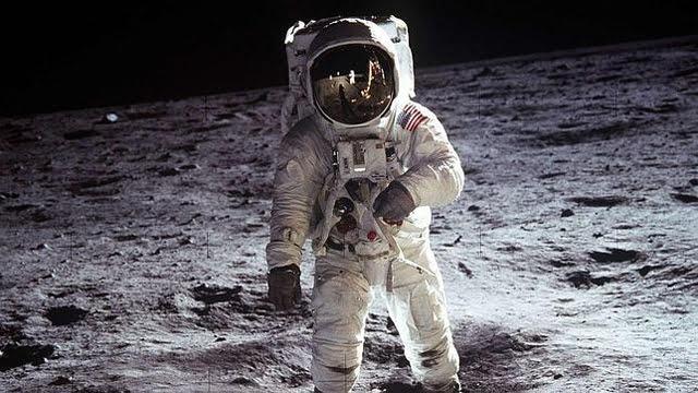 ¿Quién diría que los ordenadores que llevaron al hombre a la Luna eran menos potentes que ese pequeño dispositivo que llevamos en el bolsillo?