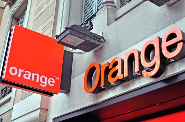 Orange compra groupama