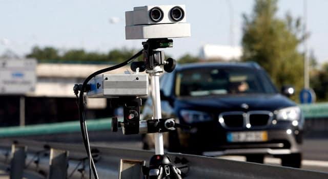 El radar de la DGT que detecta si utilizas el móvil
