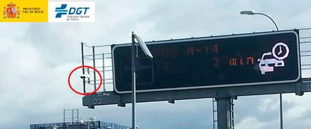 radares de la DGT que detectan el uso del móvil al volante