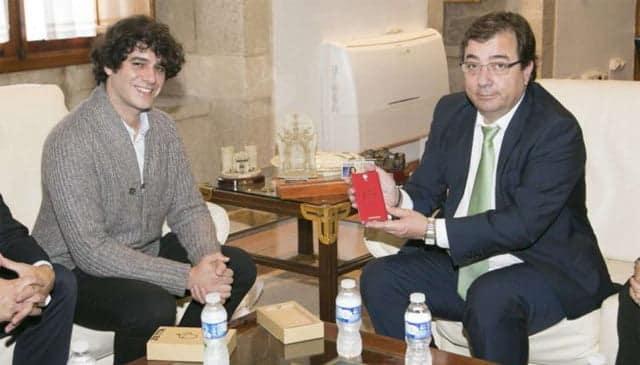 Unai Nieto junto Guillermo Fernández Vara