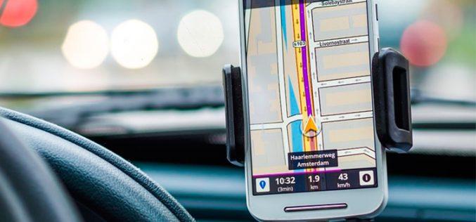 Smartphone al volante, peligro constante