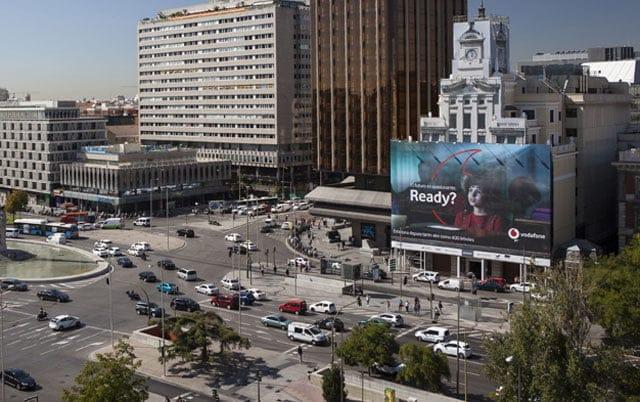 Lona publicitaria ecológica de Vodafone en Madrid