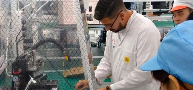 Bq se pone el mono de trabajo para fabricar móviles en Vietnam