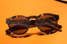 Un Requetemartes que deslumbra: Yoigo regala 10.000 gafas de sol Flamingo
