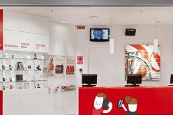Vodafone claudica y prueba a vender Lowi en algunas de sus tiendas