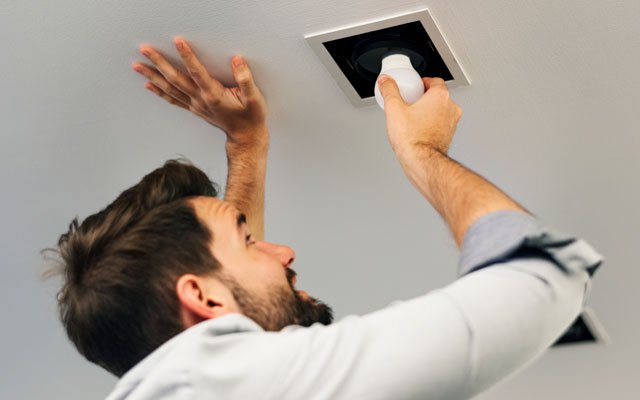 cómo ahorrar luz cambiando las bombillas