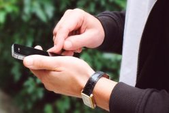 """Más SMS y llamadas: la caída global de Facebook resucita a la """"antigua"""" telefonía"""